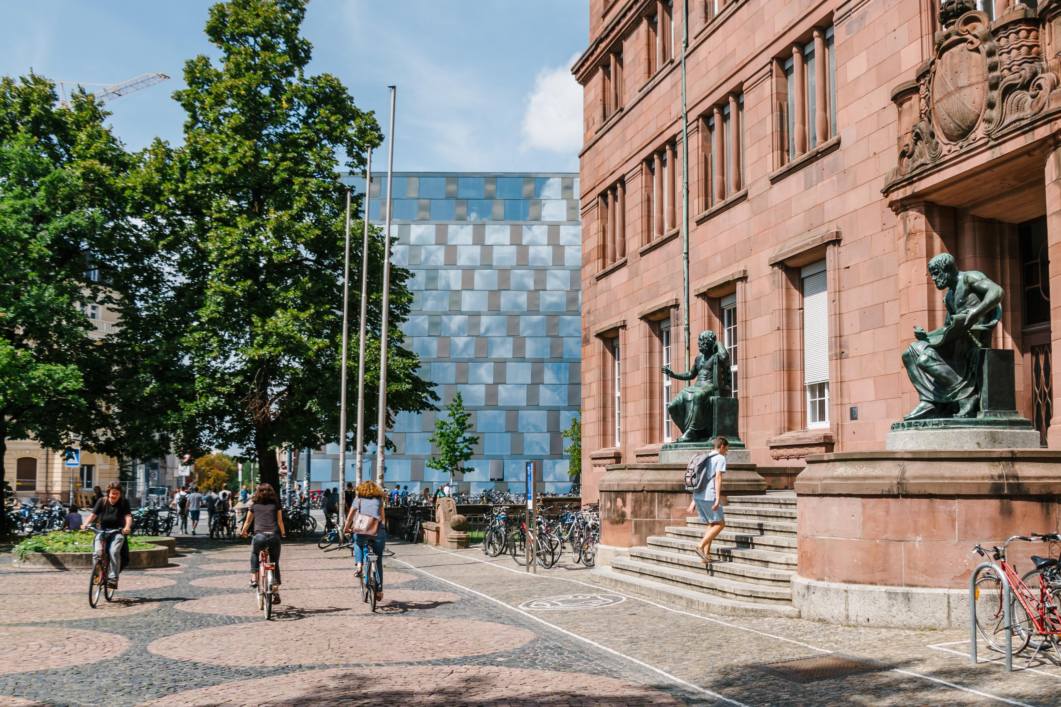 Universität Freiburg - KG 1 und Universitätsbibliothek